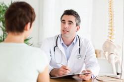 Bệnh do vi khuẩn gây nhiễm trùng vùng niệu đạo, viêm tiền liệt tuyến, quan hệ tình dục không an toàn… Nếu không được điều trị và phát hiện kịp thời dễ khiến chuyển biến thành viêm mao tinh hoàn cấp dẫn tới vô sinh.