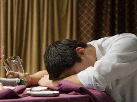 Vì sao có triệu chứng xuất tinh ra máu ở nam giới trẻ tuổi?