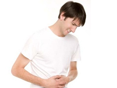 Tiểu ra máu và đau bụng là bị làm sao 1