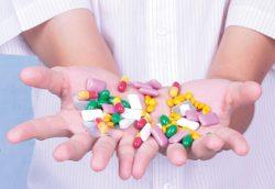 Có nên dùng thuốc kháng sinh chữa đau tinh hoàn